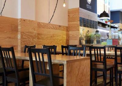 mobilier et habillages pour une salle de restaurant