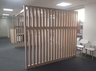 des claustras en bois pour délimiter sans alourdir