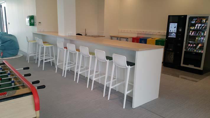 espace déjeuner au siège social de Salomon